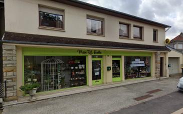 Grand local commercial de 65 m² avec vitrines et 2 portes d'entrée, situé sur un axe très fréquenté, avec bureau et annexe (12 m² au total). Disponible de suite.