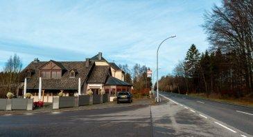 RE/MAX, DESIGN STEINFORT spécialiste de l'immobilier au Luxembourg vous propose ce restaurant idéalement situé proche de la frontière belgo-luxembourgeoise en exploitation avec habitation de 3 chambres.  Excellente rentabilité.  Bâtiment, meubles, équipements en parfait état.  90 couverts / parking 30 places.