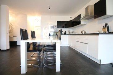 REAL G IMMO, vous présente un bel appartement en vente de 85m2 au 3éme étage d\'une résidence bien entretenue, sise à Schieren.<br><br>Ce bien se compose comme suit:<br>hall d\'entrée, cuisine équipée ouverte, living/salle à manger avec sortie sur balcon de +/-7m2, salle de douche et 2 chambres à coucher.<br><br>Une cave, une buanderie commune et un garage box complètent le tout.<br><br>Real G Immo vous accompagne dans toutes vos démarches administratives et financières, si besoin.<br><br>Pour plus de renseignements ou une visite des lieux (également possibles le samedi sur rdv), veuillez nous contacter au 28.66.39.1.