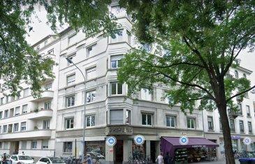 Appartement 2 pièces - 57.04m2 - Strasbourg KRUTENAU.  A louer place de Zurich, proche de toutes les commodités, agréable 2 pièces de 57.04m2 au 2ème étage avec ascenseur. Il comprend : une entrée avec placards, un séjour lumineux, une cuisine nue, une chambre ainsi qu\'une salle de bain avec baignoire et WC. Chauffage collectif au fioul. Disponible de suite. Loyer : 750EUR charges comprises (dont 120 EUR de provisions sur charges avec régularisation annuelle) Dépôt de garantie : 630EUR TTC Honoraires de location :  598.92EUR TTC (dont 171.12EUR TTC pour l\'état des lieux). HEBDING IMMOBILIER 03.88.23.80.80