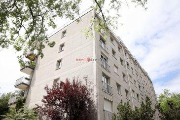 Charmant appartement à vendre  Sis dans une rue calme à Luxembourg-Cents dans une résidence construite en 1979.  Une piscine commune se trouve au RDCH de l?immeuble.  Description :  - 105m2 - 2e étage avec ascenseur - Hall d\'entrée - Salon (Parquet) - Cuisine individuelle - 3 chambres à coucher (Parquet) - Salle de bain  - Balcon  - Cave - Garage  - Piscine commune   Les fenêtres, l\'électricité, la salle de bain, la cuisine et la terrasse ont été refaits/rénovés récemment.   Le bien est libre pour le 01.09.2020.  Ref agence :1213252