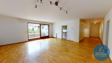 Ce bien vous est proposé en exclusivité, en collaboration avec l\'agence Inowai et la Bourse immobilière.<br><br>*** Visite virtuelle disponible pour ce bien. Copiez collez le lien suivant dans votre barre de recherche : https://bit.ly/3wetMnS ***<br><br>INOWAI RESIDENTIAL a le plaisir de vous présenter en exclusivité ce bel appartement 3 chambres, d\'une surface de 117 m², idéalement situé. <br><br>A 12 km de Kirchberg et 7 km de l\'aéroport, la commune de Munsbach offre un cadre idéal à la vie de famille. <br><br>C\'est au premier étage de cette belle résidence que l\'appartement propose un hall d\'entrée avec de nombreux rangements, un WC de courtoisie, une première chambre idéale pour le télétravail, ainsi qu\'un grand salon/salle à manger menant au balcon de 4,22 m² ainsi qu\'à la cuisine séparée. <br>La partie nuit se compose d\'une salle de douche, une chambre, ainsi qu\'une belle suite parentale avec salle de bains. <br><br>En annexe, une grande cave de plus de 9 m2 ainsi que deux emplacements de parking intérieurs. <br><br>Ref : 4169<br /><br />Ce bien vous est proposé en exclusivité, en collaboration avec l\'agence Inowai et la Bourse immobilière.<br><br><br /><br />Ce bien vous est proposé en exclusivité, en collaboration avec l\'agence Inowai et la Bourse immobilière.<br><br>