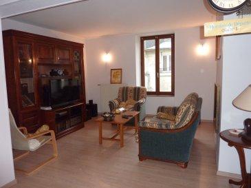 Appartement  en REZ-DE-CHAUSSEE de caractère situé à Longwy-bas à deux pas de la gare de 91m² avec GARAGE et parking et sous-sol COMPLET ! entrée, dégagement, grande cuisine, salle à manger avec insert bois ouverte sur salon, 2 chambres, 1 pièce bureau, salle de bains (baignoire d'angle + w-c),jardin de 1 are en pente (idéal potager), petite copropriété de 3 appartements, syndic bénévole. Aucuns travaux à prévoir. Pourrais être loué 700€/mois.