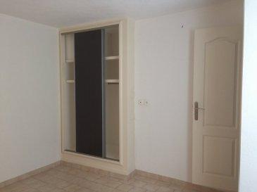 .  Appartement de 29 m2 au 1er étage gauche offrant une cuisine aménagée et équipée de plaques de cuisson et d\'une hotte. Salle de bain et une chambre. Cour commune et fermée. ,LIBRE DE SUITE.