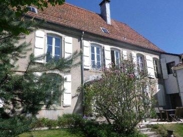 REMIREMONT- Centre-ville  Belle demeure idéale profession libèrale avec son terrain attenant  Prix :  275 000 *  *Honoraires à la charge du vendeur