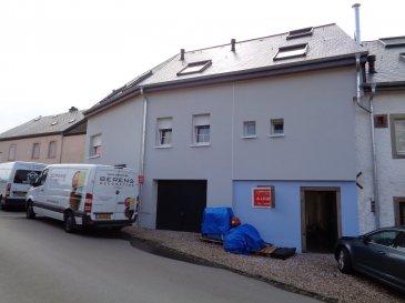 Agréable appartement, 1ère occupation, à louer dans le village de Hostert, commune de Rambrouch, nord du Luxembourg.  - hall d'entrée - beau séjour / salle à manger avec coin cuisine équipée, sortie sur balcon - salle de douche avec connexion lave-linge - 2 chambres à coucher.