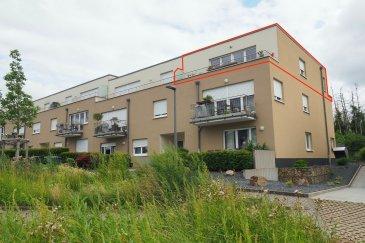 *** A SAISIR RAPIDEMENT *** immohub, votre partenaire dans l'immobilier à Sanem, vous propose en exclusivité un appartement / Penthouse lumineux faisant +/- 73,50 m2 au dernier étage avec ascenseur comprenant 2 chambres à coucher.   L'appartement se compose comme suit:  -Séjour avec cuisine équipée ouverte 38,40 m2 avec accès balcon I 8,20 m2 -Salle de douche 5,00 m2 -Hall de nuit 1,20 m2 -Chambre I 14,30 m2  -Chambre II 10 m2 -Les deux chambres avec accès balcon II 8,20 m2 Le bien se complète par un emplacement intérieur ainsi qu'une cave avec buanderie de 3,79 m2  Détails: -Chauffage au gaz -Volets électriques / Châssis en PVC / Double vitrage -Charges +/-160 € -Construction : 2011 -CPE : E/E -Le bien est actuellement loué