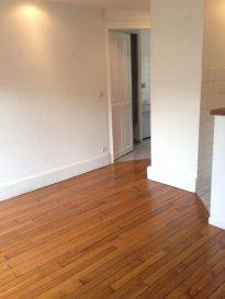 2 pièces - 33.88m2 - NANCY.  Appartement deux pièces au premier étage d'un immeuble situé rue Pichon à Nancy. Il comprend une entrée, un séjour avec cuisine ouverte, une chambre, une salle de bains et wc.  Chauffage individuel électrique.  DPE en cours.