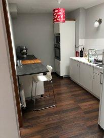 Beau petit F3 en combles comprenant deux chambres, généreux salon séjour, cuisine meublée, salle de bains et wc. Disponible le 15 Mai 2018 pour un loyer de 460 euros et 45 euros de charges. Honoraires 350 euros. Contact MOIOLI Juan 0603157145