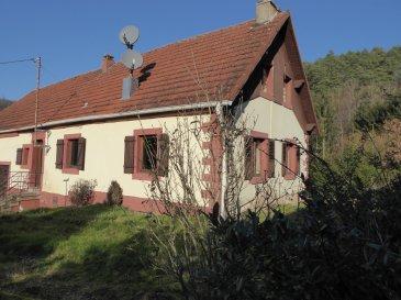 Maison Soucht 4 pièce(s) 83 m². Belle endroit proche de la nature , en lisière de forêt, aux porte de l\'Alsace, Secteur LEMBERG : Maison d\'habitation d\'environ 83m², composé de 4 pièces, cuisine, salle de bain, le tout sur un nouveau. Le premier étage peut être aménageable, sous sol et  plusieurs dépendances. Terrain d\'environ 700m². prévoir travaux  de rénovation. <br/>Contact Nord Sud Immobilier au 03 72 64 01 02