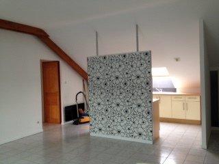 Coup de coeur pour ce charmant f2, partiellement mansardé,  au 4ème et dernier étage d'une bonne résidence avec ascenseur , une belle pièce à vivre avec une cuisine équipée ouverte, une spacieuse chambre , une salle de douche et sa vasque design, wc séparé, une place de parking aérienne, chauffage électrique ( environ 585€ avec l'eau chaude), charges de copropriété 80€ /mois, idéal pour un investisseur car occupé par un locataire sérieux prix 117000 €+ 5000€ honoraires d'agence charge acquéreur