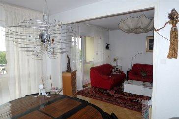 Magnifique F4 de 81 m² à l\'avant dernier étage, avec 1 TERRASSE de 8m²  Venez découvrir et laissez vous séduire par cet appartement dans une résidence calme, offrant une belle vue sur la ville et la verdure.  En plus de sa terrasse, cet appartement vous offre un SALON/SEJOUR de plus de 30m², ainsi qu\'une cuisine complète, 2 chambres de plus de 10m2 avec placards muraux et 1 salle de bain avec baignoire.  Une CAVE et un GARAGE son inclus   L\'avis de MATT IMMO: Appartement charmant et lumineux, de plus localité intéressante en effet, cet appartement se trouve à proximité de diverses activités, kinepolis, filature, parcs...