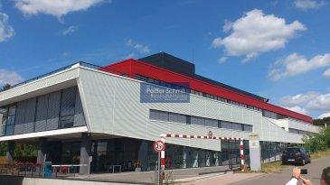 Construction généreuse avec une grande flexibilité. Câblage cat.6, climatisée, châssis ouvrant, stores extérieurs, contrôle d\'accès etc. <br>L\'immeuble est situé à l\'entrée de la zone d\'activité de Contern,  situé à 5 min de l\'axe autoroutier Bruxelles/Trèves/Metz.<br>Proche du Centre-Ville et de l\'aéroport.<br>Parking intérieur: 125€/mois (21 parkings disponibles)<br>Cave en cas de besoin.<br>Plans sur demande.