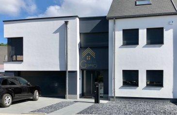 REAL G IMMO vous propose en exclusivité cette splendide maison de 2018 libre des 3 côtés et située dans un nouveau quartier résidentiel de la Commune de Sanem. Implantée sur un terrain de 4,98 ares et vous offrant une surface habitable de  /- 210m² (surface utile 312,98 m2), cette maison vous séduira par ses volumes généreux, son style contemporain et sa technologie.  La maison se compose comme suit :  Au Rez de chaussée :  Un spacieux hall d'entrée desservant un escalier à lumière indirecte incrustée et vers un garage pour 2 voitures avec porte sectionnelle motorisée. Un somptueux espace de vie de  /-  45m2 avec un living et une cuisine équipée haut de gamme avec un piano à gaz SMEG, réfrigérateur/congélateur et cave à vin LIEBHERR (Cuisine Schmidt) donnant accès à une terrasse et un jardin qui saura apporter confort et convivialité. Un WC séparé d'hôtes avec lave-mains se trouve également à ce niveau.  Au premier étage :  Une suite parentale de  /- 21m² avec sa salle de bain baignoire ilot en haricot et son dressing avec TV incrustée. Aussi, sur ce palier se trouvent trois grandes chambres à coucher de 15,2m², 12,5m² et 9,2m², un toilette séparé avec lave-main, ainsi qu?une splendide salle de bain avec douche à l?italienne et robinetterie encastrée de prestige.  Au deuxième étage :  Un vaste espace repos/détente de  /- 40m2 servant de salle de cinéma mais pouvant être repensé autrement. Au sous-sol :  Vous trouverez une buanderie avec chaudière à condensation gaz WEISHAUPT dernier cri (env. 15m2), une grande pièce de  /- 20m² servant comme salle de sport, un bureau de 11m² et trois caves de 11,25m², 6,9m² et 9,7m2.  Informations complémentaires :  -Triple vitrage isolant avec volet motorisé, -Chauffage au sol, -Système domotique haut de gamme Delta Dore : commande et programmation des équipements à distance depuis smartphone avec l?application Tydom -Vidéophone et alarme avec commande à distance via application smartphone -Eclairage extérieur en façade de la maiso