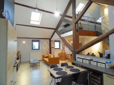 Au sein d'une maison de maître parfaitement entretenue composée de 3 appartements,  Au 2ème et dernier étage,  Lumineux duplex de 86 m² habitables et de 106m² au sol offrant:  -Hall d'entrée, cuisine équipée (valeur 11 000€) ouvrant sur salon séjour de 45 m² avec plafond cathédrale de 4,80m, 1 grande chambre de 14m², 1 célier buanderie de 5m², salle de bains avec douche et baignoire de 10m²  -En mezzanine : 1 chambre avec coin bureau.    Chauffage gaz individuel, système électrique au normes, triple vitrage, velux pvc avec volet roulant électrique.  Parking facile  Charge de copro de 275€ par an.  Mr Antonoff: 06-52-83-85-07