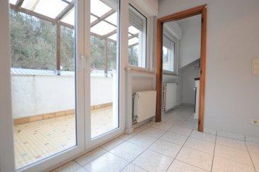 Situé au coeur du quartier de Neudorf, avec accès immédiat aux transports en commun vers Kirchberg et Luxembourg-Ville et Luxembourg-Gare ( arrêt de bus en face de la résidence ), à proximité de tous commerces et restaurants   Au deuxième étage d'une petite résidence ( 1974 ) de 4 unités, studio à rafraîchir d'une surface de 30m2 avec une belle terrasse privative   Belle pièce à vivre, cuisine équipé séparée et salle de douche / Wc  Idéal comme première acquisition ou comme investissement locatif   Pour de plus amples informations, contactez notre agent au 661.17.10.06 Visites sur Rv du lundi au samedi