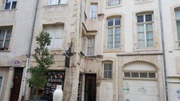 NANCY, Vieille Ville, STUDIO/F 1.  NANCY, très bien placé, au COEUR HISTORIQUE DE LA VILLE, à deux pas de la place CARRIERE et du Musée LORRAIN,  dans immeuble bien tenu ayant gardé tout le charme de l'ancien, communs en bon état, accès sécurisé par digicode, au 1er étage, charmant appartement F 1, (35.58 m2) salle de bains, wc, cuisine amménagée,  chauffage individuel électrique,  petite dépendance,  PRIX : 84 250 euros AGENCE KLAA 8 rue Girardet NANCY 06 80 44 77 95 ou 03 83 97 01 778
