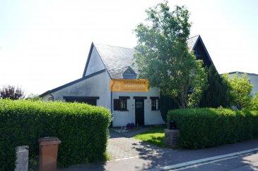 Belle maison libre des 4 côtés située sur un terrain de 8a35 dans une rue calme de Clemency.<br><br>La maison dispose de :<br><br>Sous-sol : cave et chaufferie<br><br>Rez-de-chaussée : Hall d\'entrée, salle de douche + WC, grand living/salle à manger, cuisine équipée, débarras, terrasse, grand jardin (SUD/EST) et 1 garage.<br>Etage 1 : Palier, 3 chambres à coucher, 1 WC séparé et une grande salle de bain.<br>Grenier : Stockage.<br><br>Belle exposition. Passeport énergétique en cours.<br><br>Clémency un petit village calme de la commune de Bascharage.<br>