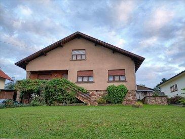 Maison Montbronn 5 pièce(s) 112 m². Montbronn : Maison d'habitation en plain pied composée d'un salon / salle à manger  en  double pièce, cuisine  avec espace repas, salle de bain, Wc individuel et 3 chambres à coucher. En complément l'étage de  57 m² est aménageable, sous sol complet avec garage, le tout sur un terrain de 750 m².  Contact Nord Sud immobilier à Rohrbach les Bitche, Bitche et Sarreguemines au 03 72 64 01 02