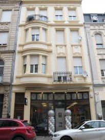 *** AVIS AUX INVESTISSEURS ***  À VENDRE   Bel immeuble de caractère, situé au centre-ville d'Esch-sur-Alzette, à environ 20 mètres de la rue d'Alzette, venez découvrir cet immeuble en R   4   sous-sol aménagé, d'une surface totale de  +/- 360 m2.   Il est composé au rez-de-chaussée de  +/- 67 m2 de surface commerciale et de  +/- 40 m² de réserve.   Au 1er étage : Appartement  de  +/- 70 m² à deux chambres, une cuisine équipée avec balcon, séjour et une salle de douche avec WC.  Au 2ème étage : Appartement  de  +/- 70 m² à deux chambres, une cuisine équipée, séjour et une salle de douche avec WC.  Au 3ème étage: Appartement de  +/- 70 m² à deux chambres à coucher, une cuisine équipée avec balcon, séjour et salle de douche avec WC.  Au 4ème étage: Appartement de  +/- 40 m² à une chambre, une cuisine équipée, séjour et salle de douche avec WC.  Sous-sol: 4 caves  Pour toutes questions ou demandes d'informations, n'hésitez pas à nous contacter, nous serons toujours à votre service.  Agence ELSA'HOME à votre écoute pour la concrétisation de vos projets en toute confiance.