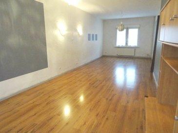 Algrange maison de type F5, comprend: Un salon séjour de 36 m2 parqueté, une cuisine équipée de 12 m2, 2 chambres, uh bureau, sdb baignoire, wc. 3 caves, un garage 1 vl.