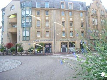 Montigny-centre, Murs commerciaux. Sur une artère principale, avec un trés bon visuel, murs commerciaux d\'une surface de 185m² environ. Libres de toute location.<br/>Idéal pour professions libérales, médicales, tertiaires en général.