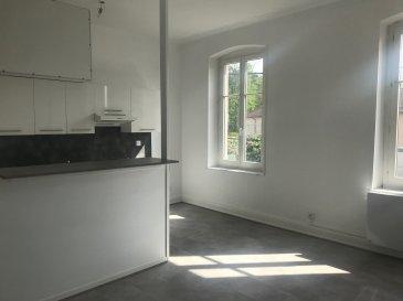F3 REFAIT A NEUF.  REMILLY, au 1er étage d\'un petit immeuble, bel appartement F3 de 54.74m2 comprenant une entrée, une cuisine ouverte sur séjour, deux belles chambres, une salle de bains et un wc séparé. Le bien dispose également d\'une place de parking privative ainsi qu\'une cave. Chauffage individuel electrique. Disponible à partir du 1er Mai 2021. A VOIR !<br> LOYER : 475EUR + 25EUR<br> AGENCE VENNER IMMOBILIER<br> 03 87 63 60 09