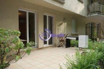 ** Sous Compromis **   New Keys vous propose ce bel appartement de +/- 52m2 avec terrasse et jardin situé au RDC surélevé et à l'arrière d'une copropriété bien entretenue au Luxembourg - Neudorf ( deux pas de Kirchberg).  L'appartement se compose de la manière suivante:  - Hall d'entrée; - Cuisine équipée ouverte sur living avec accès terrasse et jardin privatif; - Salle de douche avec toilette; - 1 Chambre de +/-13m2;  - Emplacement parking souterrain;  Pour compléter ce bien, vous disposez d'une cave. En commun, vous profitez d'une buanderie.  Proche de toutes les commodités ( arrêt de bus, hôpital, crèche, écoles, commerces, supermarchés, parcs, accès rapide aux axes autoroutiers).  Pour plus d'informations et /ou visites, veuillez nous contacter au 27 99 86 23 ou par email à l'adresse info@newkeys.lu Ref agence :5003323