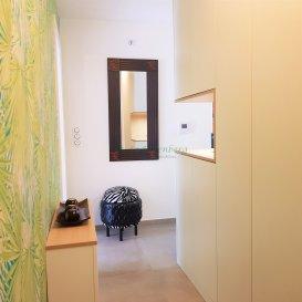 Magnifique appartement F5 au 1er étage.  Venez découvrir l\'ambiance contemporaine et design de cet appartement. Tout est impeccable ; les prestations, équipements et finitions sont très haut de gamme. <br> L\'emplacement est idéal pour les citadins et les actifs en besoin de nature :  vous serez au calme, à 5 minutes du Waldeck tout en étant à 10 minutes de Mulhouse et à 20 minutes des frontières suisse et allemande.<br> Cet appartement a vraiment tout d\'une maison, sans les inconvénients : surface de 107m2 avec 3 chambres dont une chambre parentale avec dressing et salle d\'eau privative, buanderie, cellier, belle orientation Sud et Ouest pour les 2 grandes terrasses, abri de jardin, armoires murales, bel espace de vie de 42m2 avec une cuisine dont on rêverait toutes et tous, un système d\'alarme, une cave, un garage. <br> L\'immeuble est très récent (label BBC) et ne comprend que 5 logements.<br> COUP DE COEUR assuré. Comme disait Beaudelaire dans son invitation au voyage : \'Là tout n\'est qu\'ordre et beauté, Luxe, calme et volupté\'.