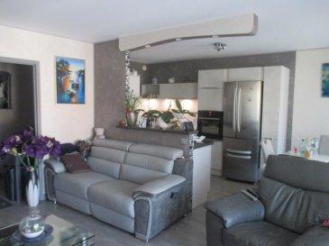 Briey Haut: 8B avenue Albert 1er<br /><br />Dans résidence calme, à proximité de nombreuses commodités, appartement rénové offrant entrée, cuisine équipée, salon séjour, 2 chambres dont une avec placard, salle de bains avec meuble vasque, douche, wc séparé. <br />Balcon, cave et place de stationnement.<br /><br />Libre au 28|01|2020<br /><br />Loyer 630 ' + 70 ' de provisions sur charges. Dépôt de garantie 630 '. <br /><br />AGORA BRIEY : 03.82.20.25.26