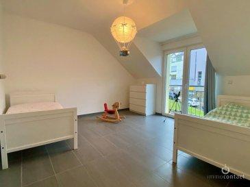 Charmante maison de 2014 située au calme à Schengen, à 35 minutes du Kirchberg et proche des frontières.<br><br>Terrain de 2.92 ares avec 155m2 de surface habitables, se composant comme suit:<br><br>*Rdch:<br>- hall d\'entrée<br>- chambre ou bureau<br>- salle de douche<br>- débarras<br>- cave avec chaufferie<br>- garage<br><br>* A l\'étage:<br>- cuisine équipée individuelle donnant accès à la terrasse orientée Sud/Est<br>- séjour de +/-30m2 avec lumière traversante<br>- bureau ou chambre<br>- Wc séparé<br><br>* Dernier étage:<br>- 2 chambres à coucher <br>- 1 chambre parentale <br>- Salle de bain avec fenêtre.<br><br>A savoir: <br>- chauffage, pompe à chaleur<br>- triple vitrage avec volets électriques<br>- récente terrasse bétonnée de +/-35m2<br>- disponible en Septembre 2021<br><br>Très bonne situation, proche arrêt de bus et école à quelques kilomètres.<br><br>Visite possible le soir et les week-ends.<br><br>Si vous souhaitez estimer votre bien n\'hésitez pas à nous contacter au 26.311.992 ou sur info@immocontact.lu<br><br>