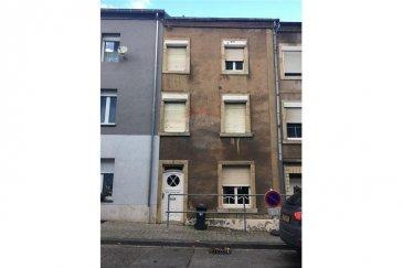 RE/MAX et Felice Capraro, spécialistes de l'immobilier à Differdange, vous proposent une maison mitoyenne de 101,7 m2 à rénover.  Rdc : Hall d'entrée, cuisine, living, accès à la terrasse ainsi qu'à la cave.   1er étage : une grande chambre, une salle de bain.   2ème étages : 2 chambres avec accès au comble ou nous pouvons aménager une suite parentale ou deux chambres.   Dans cette maison, nous avons la possibilités d'aménager cuisine, living, 4 chambres et 2 salle de bains.  Contactez-moi au 621 25 13 98 ou par email felice.capraro@remax.lu.