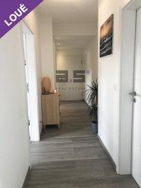 A.S. Real Estate, vous propose à la location un bel et lumineux appartement situé au troisième et dernier étage d'une résidence construite en 2016 à Kayl, proche du parc Ouerbett et de toutes commodités.  Celui-ci se compose d'un hall d'entrée, d'une cuisine entièrement équipée et ouverte sur le living avec accès à un grand balcon de +/- 11m², d'une grande chambre de +/- 14.50m², d'un bureau et d'une salle de douche à l'italienne équipée d'un w.c.  Une cave et un emplacement de parking intérieur complètent ce bien.  Il est équipé d'un chauffage au sol, d'une ventilation mécanique contrôlée, de fenêtre à triple vitrage et de volets motorisés.  Pour tous renseignements ou pour convenir d'une éventuelle visite, veuillez nous contacter au (+352) 621 274 674 ou à info@as-estate.lu.
