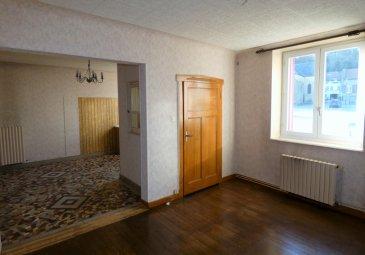 Maison Crusnes 5 pièce(s) 94 m2. Idéal Bricoleurs ! A proximité du Luxembourg, beau potentiel pour cette maison de 94m² . Elle comprend en rez de chaussée; entrée, cuisine ouverte sur séjour, dégagement, wc, salle de bains et chaufferie. A l'étage; palier, 2 chambres de belles dimensions  et une pièce borgne de 13m² pouvant servir de bureau, suite parentale ou dressing attenant. Greniers aménageables au dessus avec accès par escalier, possibilité de 2 chambres. Cave en sous sol Cour de 35m² attenante.  Facilité  de stationnement  Travaux à prévoir   Honoraires à charge vendeur  Peggy Brunet : 06 83 55 51 42