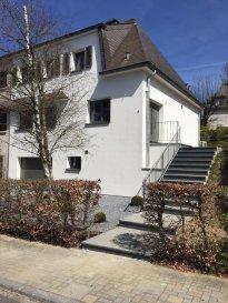 Maison à Bettange-Mess (Commune de Dippach) situé dans la prestigieuse cité « Op der Haard ». Situation très calme.   Maison jumelée entièrement rénovée «  finition de luxe »  Surface habitable total : 145m2 Sous-sol / cave : 70m2  Grenier : 40m2 +-  Composition :  Rez de chaussée :  -Hall d'entrée -Séjour  -Cuisine équipée semi ouvert  Accès sur la terrasse et jardin  1ière étage :  -3 chambres à coucher -Salle de bain de standing   Sous-sol :  -Garage  -Cave / cave aux vins -Local technique / buanderie avec accès au jardin -Salle de bains -WC séparé  Terrain de 6,18 ares  Toute la maison est au dernier standard technique. (Prises internet, éclairage « spot »  préparation de système d'alarm, etc…. )  Note : Le jardin sera complétement aménagé dans les prochaines semaines.