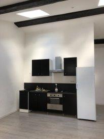 2 pièces - 65 m2.  Appartement 2 pièces idéalement situé à deux pas de la PLACE STANISLAS. Il comprend une entrée, une cuisine, un séjour, une chambre, une salle d\'eau et WC.<br> Chauffage individuel électrique. <br><br>