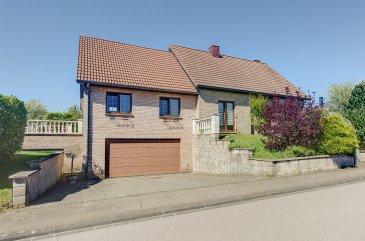 L'agence S&B IMMO vous propose une maison individuelle sise à Burden dans la commune d'Erpeldange, faisant partie de la Nordstad dans le canton de Diekirch.  Ce petit village se trouve en pleine verdure avec une situation calme idéalement pour famille et dispose d'une situation géographique idéale qui permet un accès facile aux centres villes d'Ettelbruck et Diekirch avec ses centres commerciaux, crèches et écoles, ainsi que Luxembourg-Kirchberg  à 25 min.  Cette maison unifamiliale est construite en 1993, dont une grande extension a été réalisée en 2005  sur un terrain de 6,71 ares avec une surface habitable net d'environ 218,34 m2 et une surface brut d'environ 385,50 m2 et comprend:   au REZ-DE-CHAUSSÉE : - Salon env. 36,76 m2 avec accès jardin - Salle à Manger - Séjour env. 33,43  m2 avec accès jardin - Cuisine / 11,96 m2 avec accès jardin - Suite parentale env. 14,76 m2 avec dressing env. 5,40 m2 et salle de douche env. 7,83 m2  - Mezzanine - Salle de jeux env. 27,99 m2 - Bureau env. 7,53 m2 - Hall env. 11,42 m2 - WC séparé env. 1,47 m2   au 1er ETAGE - Chambre 1 env. 23,13 m2 - Chambre 2 env. 11,50 m2 - Chambre 3 env. 18,04 m2 - Salle de bains env. 5,03 m2  - Hall env. 2,09 m2   au SOUS-SOL : - Double garage (3 voitures) - Garage simple (possiblitlié de stationner 2 voitures) - Buanderie  - Local technique - Débarras  à l'EXTERIEUR - Jardin - Terrasse 20,98 m2 orientée ouest avec marquise électrique - 2 emplacements extérieur  Plans et photos supplémentaires de la maison sont disponibles.  Pour d'autres renseignements, resp. pour fixer un rendez-vous, veuillez nous contacter au numéro 691 11 06 06 / 7j/7j et jours fériés!!  Vente exclusive par S&B IMMO. Découvrez tous nos biens sur www.sb-immo.lu
