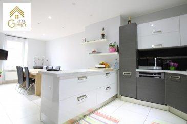 EN EXCLUSIVITÉ<br><br>Magnifique appartement de +/- 128 m² au 1er étage d\'une résidence reconstruite 2010 située à Differdange-Fousbann proche de toutes commodités.<br><br>Celui-ci se compose comme suit:<br><br>Hall d\'entrée, <br>Cuisine équipée ouverte sur salle à manger,<br>Débarras,<br>Living,<br>3 spacieuses chambres à coucher, <br>2 salles de douche, <br>WC séparé,<br>Terrasse de +/ 15 m²,<br>Garage,<br><br>Pour plus de renseignements ou une visite (visites également possibles le samedi sur rdv), veuillez contacter le 28.66.39.1.<br />Ref agence :72437
