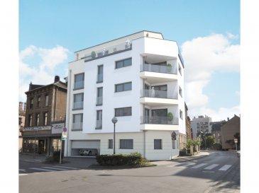 Nouveau projet à Esch/Alzette, d'une résidence de 5 appartements et un penthouse en classe énergétique B-B.  Au 1er étage un appartement de 93.02m2, comprenant, un hall d'entrée, une cuisine ouverte sur un living (38,42m2), deux chambres (14,77 et 12,57 m2), une salle de bain, une toilette séparée, un débarras, une cave, une buanderie commune ainsi qu'un balcon de 6,24 m2.  Prix indiqué avec une tva de 3%. Emplacement intérieur lift, 28.000,00 eur tva 3%. Classe énergétique B-B. Livraison mars 2019.