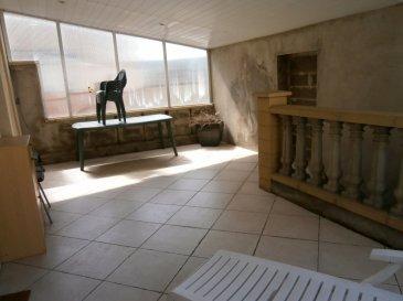 BELLE OPPORTUNITE A SAISIR !  A Longlaville, dans une petite résidence (2 appartements), au 1er étage, duplex de 105 m² Carrez (mais env. 160 au sol), 4 chambres, avec terrasse couverte et 2 garages. Entrée individuelle, pas de voisin au dessus ou sur les côtés du logement.  Entrée par la terrasse couverte de 26 m² à l'abri de tout vis-à-vis, aussi pratique par forte chaleur que par mauvais temps. Accès à la cuisine équipée puis au séjour un L de 50 m² env. . Pièce très lumineuse. Bureau ou première chambre. Grande salle de bain : baignoire, douche, meuble 2 vasques et toilettes.   A l'étage : grand dégagement, 3 chambres de 28, 19 et 12 m². Dressing. Buanderie / chaufferie. Chauffage central gaz.  2 garages à privatifs à 20 mètres, dans la cour privée bordant la résidence. Terrain de la co-propriété plat et ensoleillé. Cave pour le stockage.    Résidence en bon état : façade et toiture bon état, pas de travaux voté. Au calme, hors de l'axe de circulation principale.  A 3 min des frontières luxembourgeoise et belge, toutes commodités et services à proximité immédiate.  A ne pas manquer !   Le prix inclut nos honoraires Pour tous renseignements : Grégory Lambermont : 06.42.85.79.02  François Lambermont : 06.23.51.05.74  www.3gimmobilier.com/lambermont  Mandataires indépendants du réseau 3G Immobilier Consultant immatriculés au RSAC de Briey N°524 212 917 et N°791 005 580