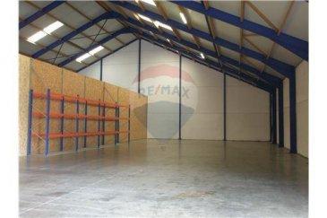 Veuillez contacter notre agent Jean-Claude Brunet pour de plus amples informations au 661 101 776 ou par email : jean-claude.brunet@remax.lu.  RE/MAX Luxembourg, Spécialiste de l'immobilier à Dahlem, vous propose à la location un entrepôt situé à Dahlem, commune de Garnich, proche de la frontière Belge, d'une surface totale de +/- 707 m2, dont 471 m2 de dépôt couvert, d'une hauteur de 5 à 13 mètres, 205 m2 de stockage extérieur à l'arrière, un bureau de 25,50 m2, avec au-dessus un espace de stockage de 5,70 m2, un lavabo + wc séparés, prix 5600 € HT /mois, garantie bancaire : 3 mois de loyer.  Pour d'autres informations, n'hésitez pas à me contacter. Disponibilité : 1er septembre 2019