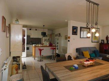 Envie d\'espace, de potager, de barbecues entre amis, cette maison vous attend.<br /><br />Ce plain pied a été entierement rénové, composé d\'une entrée avec WC séparé, un salon séjour , une cuisine équipée avec acces direct a la terrasse et ses 2 chambres et un bureau.<br /><br /> Une salle d\'eau et grand garage complétent ce bien.<br />Une cave et un grenier vous serviront de rangement.<br /><br />Magnifique terrain entiérement cloturé et arboré d\'environ 7 ares 50.<br /><br />Ce bien est actuellement loué 7OO par mois mais la locataire est prévenue et fait les démarches nécessaires pour quitter cette habitation.<br />DPE C<br />N hésitez pas a m appeller pour visiter...06 81 18 67 64<br />MURIEL KIEFER Agent commercial<br />Agent commercial 815 111 422