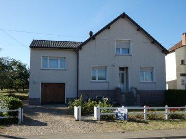 Nous VENDONS à TROMBORN (57320)  à proximité de la frontière allemande, à 10 kms environ des villes de BOULAY, CREUTZWALD et BOUZONVILLE (Moselle), à une demi-heure seulement de METZ ;  une maison individuelle établie sur un superbe terrain partiellement clos et très joliment arboré de 3963 m2.  Elle offre en rez-de-chaussée et étage sur dalle, une surface habitable de 156 m2 comprenant notamment :  Un salon et séjour de 26 m2 Une cuisine aménagée et équipée de plus de 21 m2, Cinq chambres de 14,65 – 14,89 – 10,05 – 13,22 et 10,30 m2, Deux bureaux mansardés de 7 et 8,63 m2 en loi Carrez Une salle de bains complète (baignoire et douche) de 8,48 m2 WC séparé.  Un sous-sol avec buanderie, douche, WC et garage pour une voiture.  A l\'arrière, une petite dépendance en dur de moins de 20 m2.  *** Toiture entièrement refaite en 2003 (facture à l\'appui) *** Isolation haute récente *** Chauffage central fuel, plus pompe à chaleur à remettre en service. *** Fenêtres en double vitrage sur châssis PVC OB. *** Electricité aux normes, aucune anomalie relevée. *** Reliée de manière conforme à l\'assainissement collectif.  LE BIEN EST IMMEDIATEMENT DISPONIBLE.  CONTACT :  Gérard STOULIG – Agent commercial au : 06 03 40 33 55  WIR SPRECHEN DEUTSCH.
