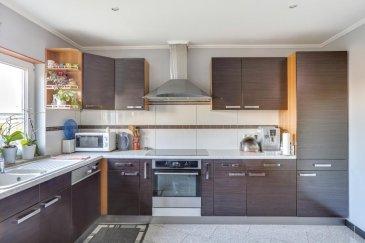 RE/MAX, spécialiste de l'immobilier à Bettembourg, vous propose cette belle maison mitoyenne à fort potentiel en plein coeur de Bettembourg.  Idéale pour les grandes familles ou pour des investisseurs.  D'une superficie totale de 290 m², elle se compose comme suit :  Un rez-de-chaussée comprenant : 1 hall d'entrée 1 salon 1 cuisine équipée indépendante avec un accès direct sur le jardin 1 salle à manger équipé d'une cheminée 1 salle de bain  Un 1er étage comprenant : 1 Hall 2 grandes chambres 1 salle bain possible de faire une belle terrasse a létage.  Un 2ème étage comprenant : 1 chambre 1 salon avec accès au grenier de 40 m² (possibilité d'aménager) 1 chambre avec possibilité de faire une cuisine (installations faites et caché derrière le papier peint) 1 salle de douche avec WC  Un sous-sol  65 m² avec accès au jardin comprenant : 3 pièces  Double vitrage - Façade et toit refait - dalles en béton Terrain de 6.60 ares (cabane de jardin en béton de 15 m²) Garage pour 2 voitures 3 places de parking extérieur  Une terrasse et un jardin complète ce bien.  Situation calme et proche de toutes commodités (écoles, commerce, transports, gare CFL)  Disponibilité : à convenir  Les frais d'agence sont à la charge de la partie venderesse  Pour toute autres questions concernant le bien vous pouvez me contacter au: 691691515 Rui.diassantos@remax.lu Ref agence :5096291