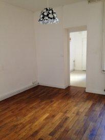 3 pièces - 54.97 m.  Appartement trois pièces, situé au premier étage d\'un immeuble rue Villebois Mareuil à Nancy. Il se compose d\'une entrée, un séjour, une cuisine séparée, deux chambres, une salle de bain, WC séparé et un débarras.<br> Chauffage individuel au gaz.<br>