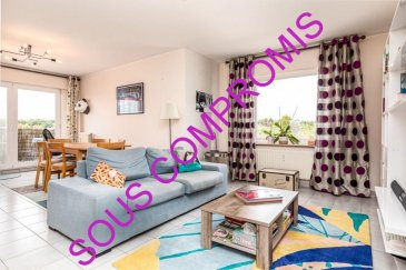 *** sous compromis ***  RE/MAX Real Estate Services spécialiste de l'immobilier à Sandweiler vous propose ce bel appartement libre sur 2 cotés, orienté sud et ouest, situé au 2ème étage d'une résidence avec ascenseur. L'appartement d'une surface utile de 71m² se compose ; - d'une belle entrée qui dessert un grand living lumineux de 33m², donnant un balcon plein sud avec une vue dégagée, une cuisine équipée lumineuse, une chambre d'environ 12m²  et une salle de bain de 5.5m². Après travaux, cet appartement est parfaitement adapté pour y aménager une deuxième chambre.  Ideal pour un premier achat ou investisseurs. Les fenêtres sont en PVC double vitrage, le chauffage au gaz, la construction est de 1992. Un grand grenier privatif et une place de parking intérieure complète ce bien. Le stationnement à proximité est aisé et gratuit Sandweiler est une des communes prisées du Luxembourg, située à proximité de la Ville de Luxembourg, du Kirchberg et de l'aéroport du Findel. La commune de Sandweiler dispose de nombreuses commodités telles que : banques, bureau de poste, administration communale, médecins, pharmacie, restaurants, station-service, crèches, maison relais, écoles et aussi d'infrastructures sportives : Squash, tennis, stade de football et culturelles.   En voiture :  A 4 km de l'accès aux autoroutes vous menant en France, Allemagne et Belgique  A 8 km du quartier du Kirchberg  A 9.5 km de la gare   A 10 km de l'aéroport du Findel  A 10 km de Luxembourg centre-ville  A 15 km du quartier de la Cloche d'or  En bus :  La ligne de bus 150 : Luxembourg Centre - Wormeldange / Ahn  La ligne de bus 160 : Luxembourg Remich  La ligne de bus 184 : Remich - Kirchberg  La ligne de bus 194 : Sandweiler - Bettembourg via Kirchberg et Luxembourg gare Bus scolaire 480 desservant le Lycée LENSTER à Junglister  *** OPEN HOUSE Samedi 5 Septembre de 10h30 à 14h ***  La commission d'agence est incluse dans le prix de vente et supportée par les vendeurs.  Contact : Lydie Popadenec-Borel