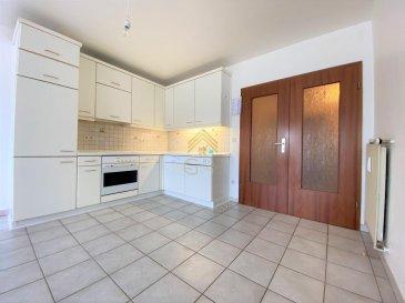REAL G IMMO, vous présente en Exclusivité cet appartement au 2ième étage avec ascenseur dans une résidence construite en 1992 situé à Oberkorn dans la commune de Differdange. <br><br>Ce bien d\'une surface habitable de +/- 71,71 m² se compose comme suit:<br><br>- Spacieux hall d\'entrée,<br>- Cuisine équipée ouverte sur living/salle à manger donnant accès à un balcon avec vue dégagée,<br>- 2 chambres à coucher,<br>- wc séparé,<br>- salle de douche avec accès pour la machine à laver.<br><br>A ce bien s\'ajoute un garage box fermé de +/- 19m² et une cave privative.<br><br>A proximité de toutes commodités, tel que :<br>Crèches, écoles, maison relais, commerces, transports publics...<br><br>Pour plus de renseignements ou une visite des lieux (également possibles le samedi sur rdv), veuillez nous contacter au 28.66.39.1.
