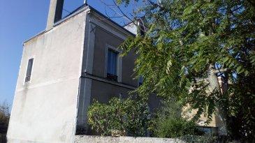 Maison de village .  A l\'orée de la forêt de Bercé, maison de village offrant en rez de chaussée : une entrée, une cuisine aménagée et équipée, un sejour/salon, uen salle de bains, wc .<br> Un paliier et trois chambres à l\'étage, grenier; Tél pour visites : Mme MILLIOT /: 07 87 00 81 20<br> t
