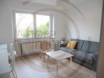 Nous avons le plaisir de vous proposer à la location un appartement meublé et équipé, situé au rez-de-chaussée d'une petite résidence, dans le quartier de Bonnevoie à deux pas de la gare.  Les plus grands atouts de ce logement, sont sa totale rénovation et sa luminosité.   Il se compose comme suit: - Hall d'entrée; - Living et salle à manger;  - Cuisine équipée séparée; - 1 grande chambre à coucher; - 1 salle de bain avec toilette; - 1 toilette séparée; - Cave; - Buanderie commune en sous-sol.  Frais d'agence à la charge du locataire: 1 mois de loyer + 17% TVA.   Pour plus de renseignement veuillez contacter l'agence.<br />Wir freuen uns, Ihnen diese renovierte Wohnung im 1. Stock im Viertel Bonnevoie zur Miete anbieten zu können.  Mit einer Fläche von ca. 53 m2 besteht es wie folgt:  - Eingangshalle; - Wohnzimmer und Esszimmer;  - Separate Einbauküche; - 1 große Schlafzimmer; - 1 Badezimmer mit Toilette; - 1 separate Toilette; - Keller.  Details:  - Gemeinsame Wäscherei im Keller; - Kosten: 150 Euro; - Doppelverglasung; - Bushaltestellen und Straßenbahnen.  Agenturkosten zu Lasten des Mieterteils: 1 Monat Miete + 17% MwSt.   Für weitere Informationen wenden Sie sich bitte an die Agentur.<br />We are pleased to offer you a fully furnished and equipped ground floor apartment in the Bonnevoie district, next to the train station.  The major asset of this accommodation is its total renovation and its brightness.   It consists as follows: - Entrance hall; - Living and dining room;  - Separate equipped kitchen; - 1 large bedroom; - 1 bathroom with toilet; - 1 separate toilet; - Cave; - Common laundry in the basement.  Agency fees at the expense of the tenant: 1 month rent + 17% VAT.   For more information please contact the agency.