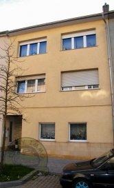 DIFFERDANGE-FOUSBANN, 425.000 Euros.  Super Appartement-Duplex (+-135m2) au 2ième et 3ième étage avec Double Garage (+-30m2). Très bien entretenu et soigné dans un quartier calme de Fousbann. Près de toutes commodités et accessibilité ainsi que crèche et école.  Sous-sol: cave, Buanderie, Double Garage (+-30m2) et son petit Jardin (+-15m2)  2ième étage: Hall d'entrée, Living très lumineux (+-28m2), cuisine équipée indépendante (+-12m2 / 2012), Débarras, salle de bains (2003), Terrasse commune (+-16m2 / Exposition Ouest)  3ième étage: 3 chambres (+-10m2 / 10m2 / 17m2), Débarras, WC séparé.  Equipements: Dalles en Béton, Double vitrage PVC avec volets electrique (1997), Toit (Ardoise / isolé / Révision 2014), Chauffage Mazout aux radiateurs (1990 / Brûleur 1999), Electricité (1997), Sanitaire (1997), Façade (2000), Parlophone, Antenne collective.  Objet à saisir...   ***HERBY IMMO = MEILLEURS PRIX DU MARCHE***   (Herby Immo vous garantit le prix d`achat le moins cher du marché)